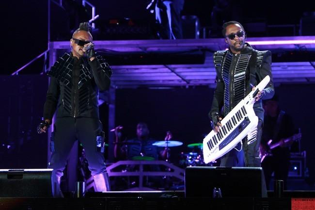 C'est carrément le futur avec les Black Eyed Peas !