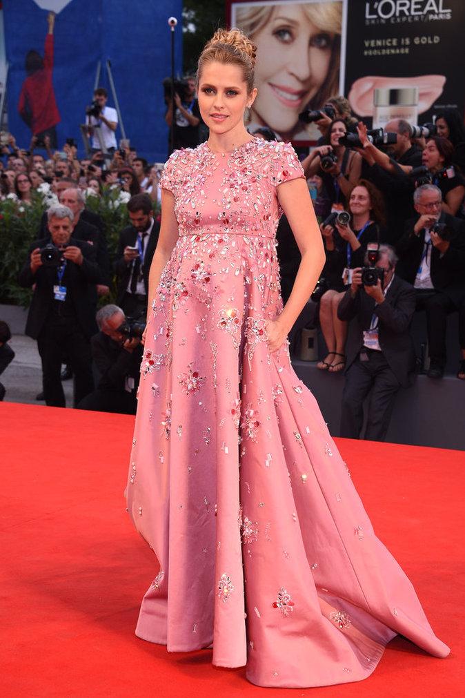 Teresa Palmer en Prada au Festival de Venise ce samedi 3 septembre 2016