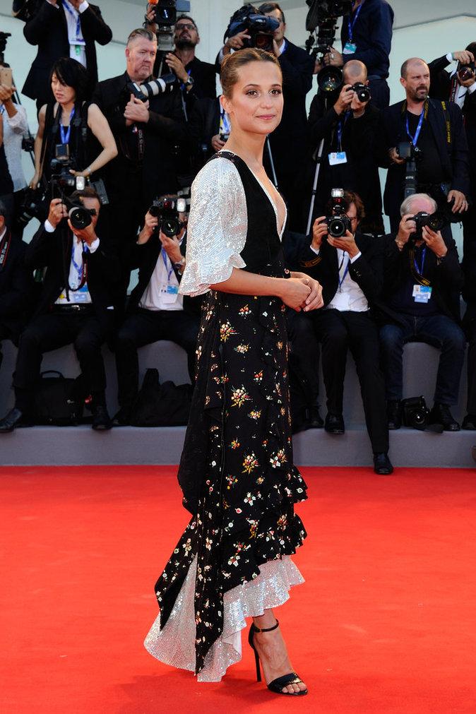 """Alicia Vikander en Louis Vuitton à l'avant-première de """"The Light Between Oceans"""""""