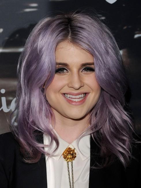 Change nous cette couleur de cheveux Kelly, par pitié !