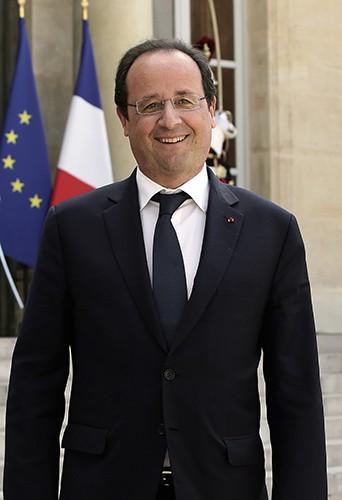 François Hollande (et ses anciennes lunettes !) à Paris le 25 juin 2014