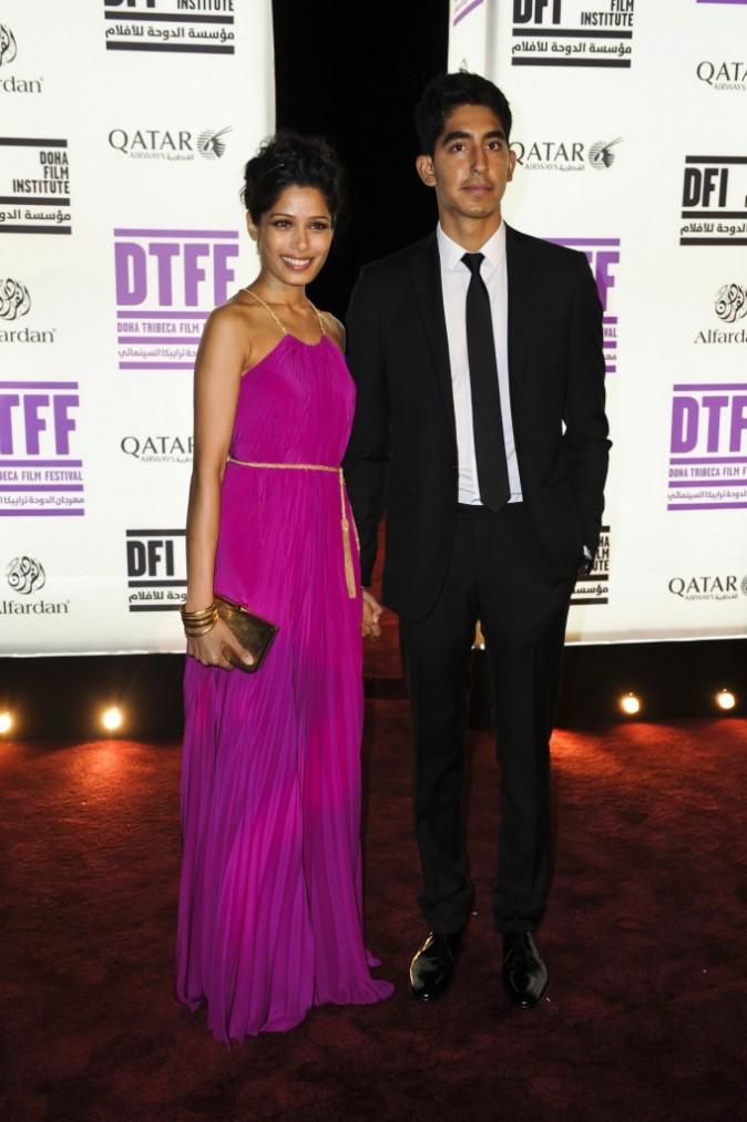 Freida Pinto et Dev Patel lors à la première du film Black Gold,  lors du 3e Doha Tribeca Film Festival au Qatar, le 25 octobre 2011.