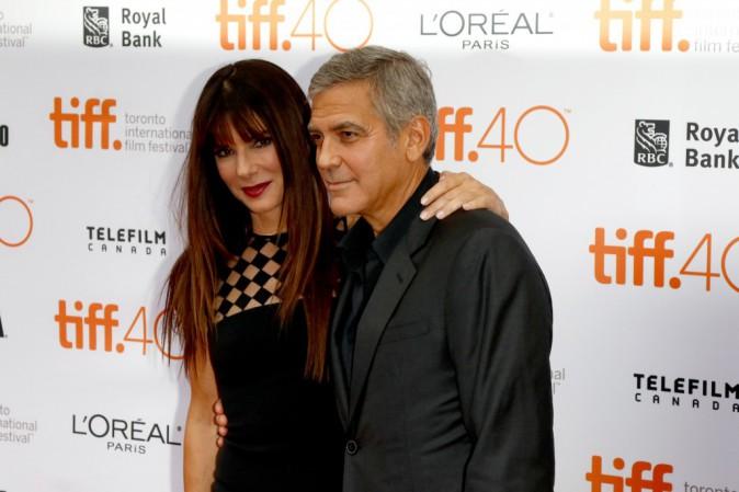 George Clonney : Un vrai gentleman avec sa grande amie Sandra Bullock !