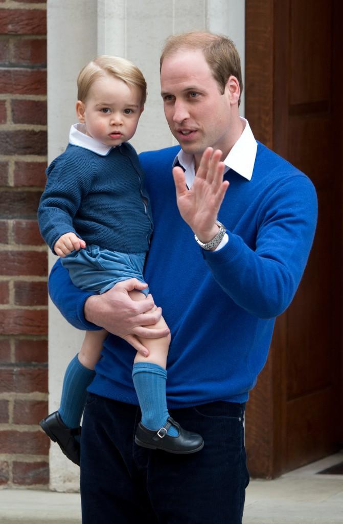Le prince George à la naissance de Charlotte de Cambridge