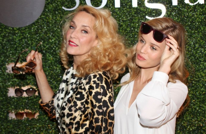 Georgia May Jagger et Jerry Hall en promo pour la marque Sunglass Hut à New York, le 2 mai 2013.