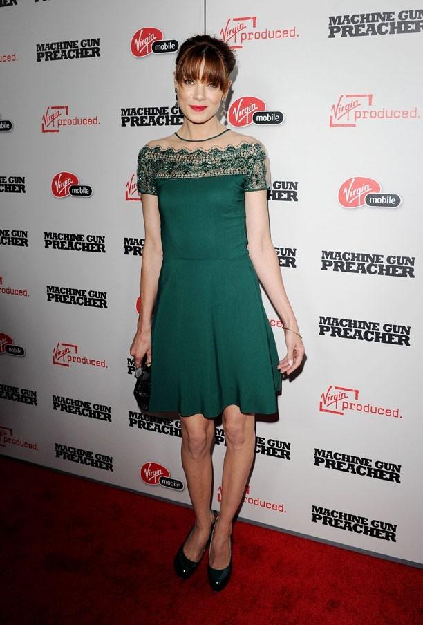 Flamboyante dans sa robe verte !