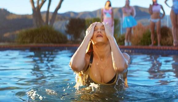 "Gigi Hadid dans le clip ""How Deep Is Your Love"" de Calvin Harris"