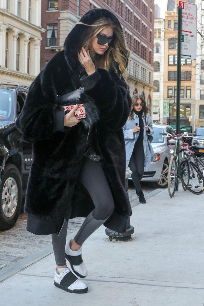 Photos : Gigi Hadid porte Rihanna sur le dos !