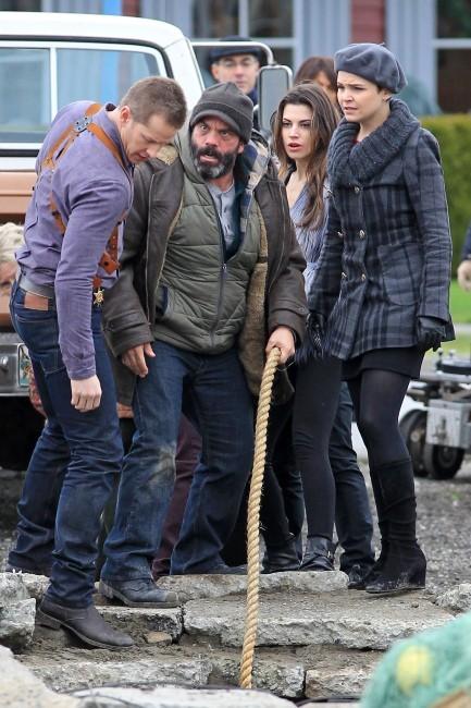 Ginnifer Goodwin et Josh Dallas le 10 décembre 2012 sur le tournage de Once Upon a Time