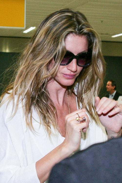 Gisele Bündchen à son arrivée à l'aéroport de Sao Paulo le 14 avril 2015