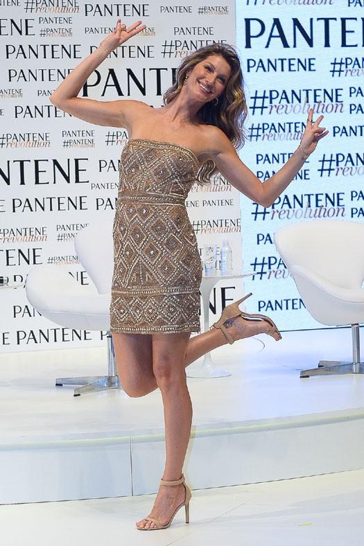 Gisele Bündchen à la conférence de presse organisée par Pantene à Sao Paulo le 13 janvier 2015