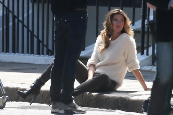 Gisele Bündchen en shooting à Londres pour H&M, le 1er mai 2013.