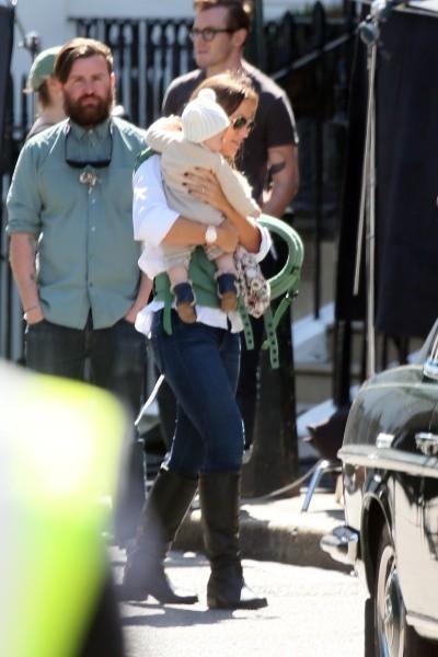 Gisele Bündchen et sa fille Vivian à Londres, le 1er mai 2013.