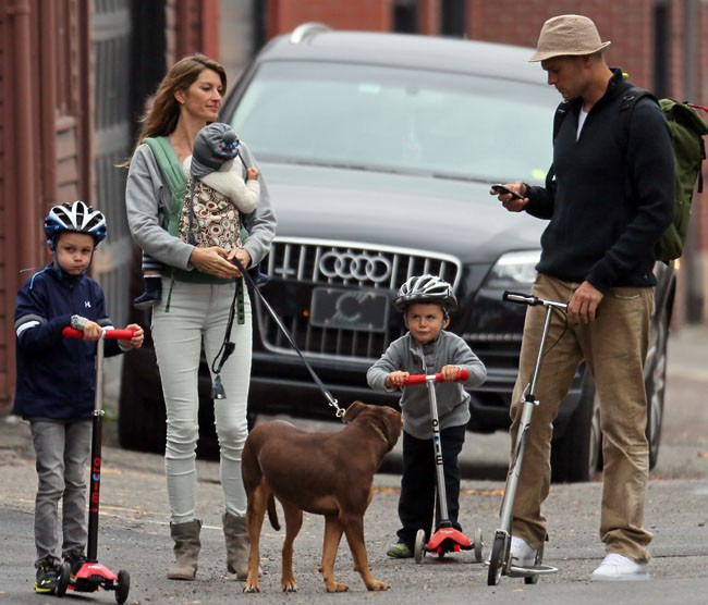 Gisele Bundchen en famille à Boston le 12 octobre 2013