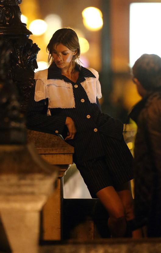 Gisele Bündchen en shooting à Paris avec Karl Lagerfeld le 29 octobre 2014