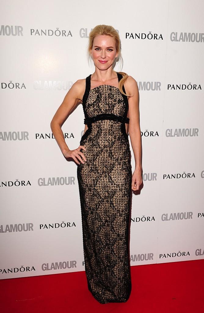 Naomi Watts, sexy en Versace