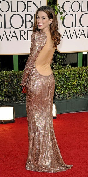 Golden Globes 2011 : le look d'Anne Hathaway