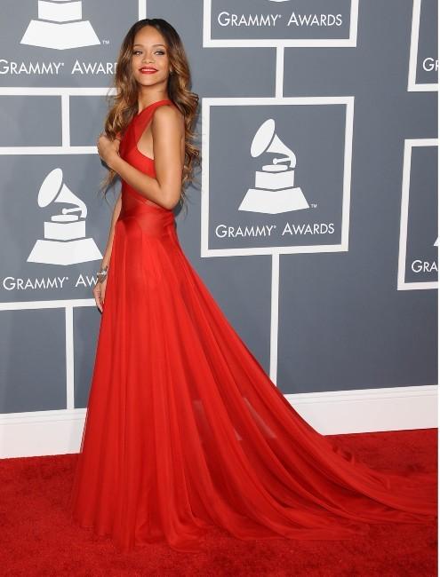 rihanna grammy awards : robe azzedine alaia  Rihanna-lors-de-la-55e-ceremonie-des-Grammy-Awards-a-Los-Angeles-le-10-fevrier-2013_portrait_w674