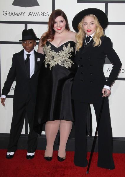 Madonna aux côtés de son fils David et de la chanteuse Mary Lambert lors des Grammy Awards à Los Angeles, le 26 janvier 2014.