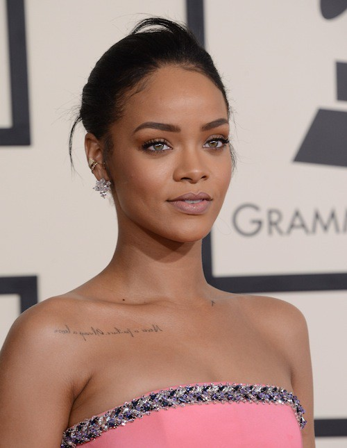 Photos : Grammy Awards 2015 : Rihanna : à croquer, elle chante Four Five Seconds pour la première fois !