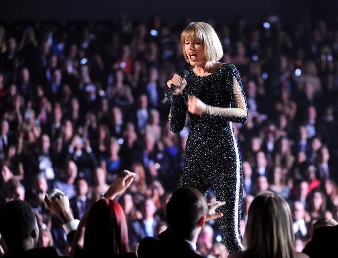 Photos : Grammy Awards 2016 : Taylor Swift triomphe et tacle Kanye West, découvrez le palmarès !