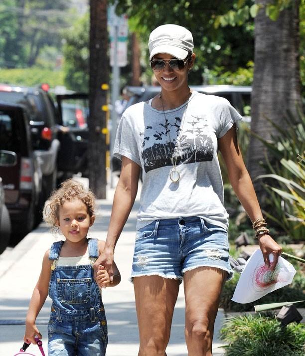 Après l'école, un moment de joie pour Halle Berry et sa fille Nahla