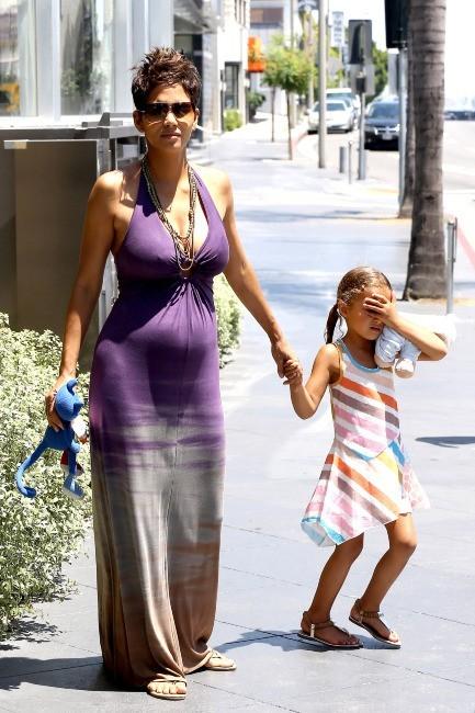 Halle Berry et sa fille Nahla à West Hollywood, le 12 mai 2013.
