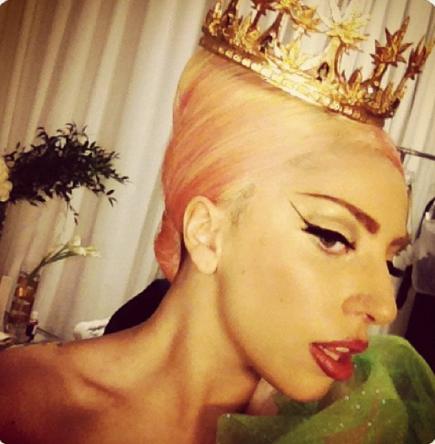 Lady Gaga et son costume !