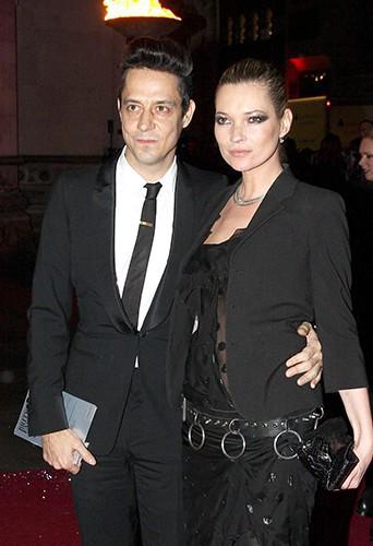 Il s'agit de Jamie Hince et de sa femme, Kate Moss !