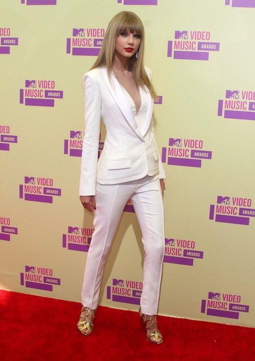 Photos : Happy Birthday ! Taylor Swift : 26 ans en 26 photos glamour !