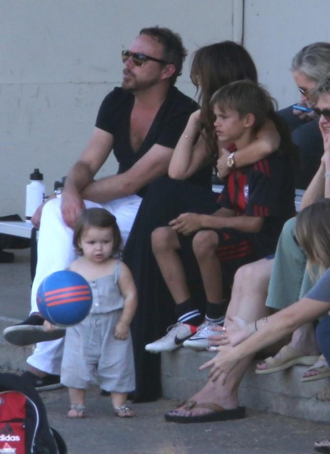Victoria Beckham et ses enfants, Harper et Romeo, lors d'un match de foot à Los Angeles, 29 septembre 2012.