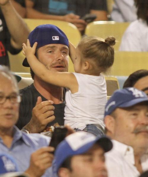 David Beckham et sa fille Harper lors d'un match de baseball à Los Angeles, le 27 août 2013.