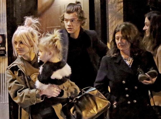 Harry Styles : dîner en toute décontraction avec ses proches dans un pub londonien !