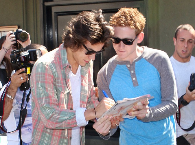 Harry Styles : pris d'assaut par des fans à L.A., il reste disponible pour eux !