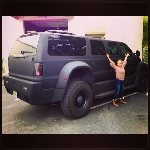Photos : Hayden Panettiere : voiture XXL pour un tout petit bout de femme !