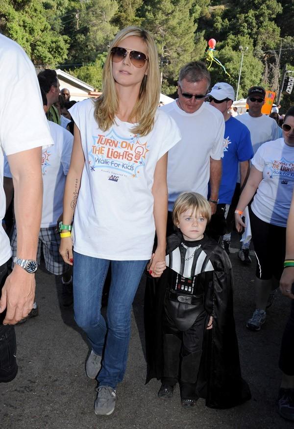 Fine et sublime, Heidi Klum est parfaite en jean !