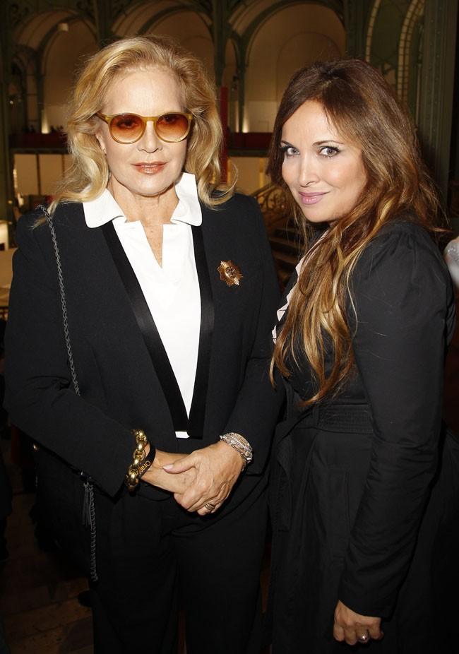 Sylvie Vartan et Hélène Segara au Grand Palais de Paris pour le lancement de la FIAC le 23 octobre 2013
