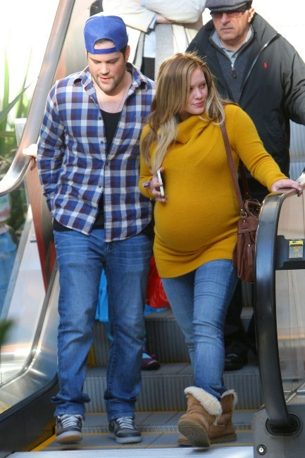 Hilary Duff et son mari Mike Comrie en plein shopping à Los Angeles, le 19 avril 2012