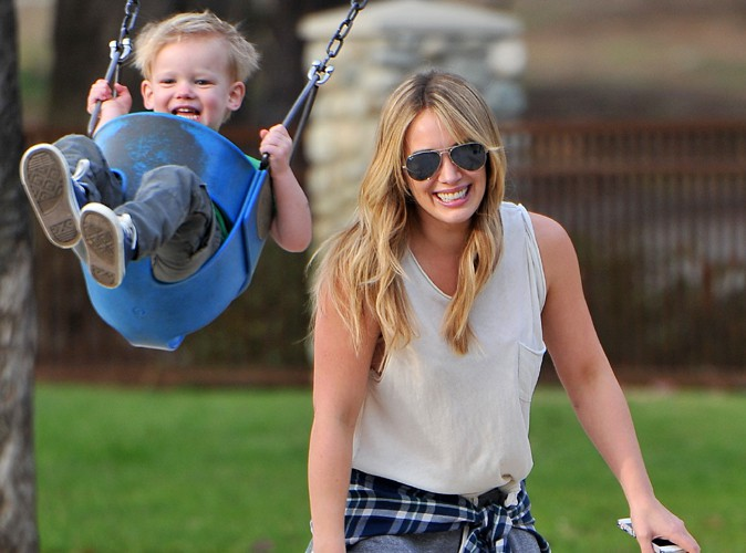 Hilary Duff avec son fils Luca dans un parc de Los Angeles le 11 janvier 2014