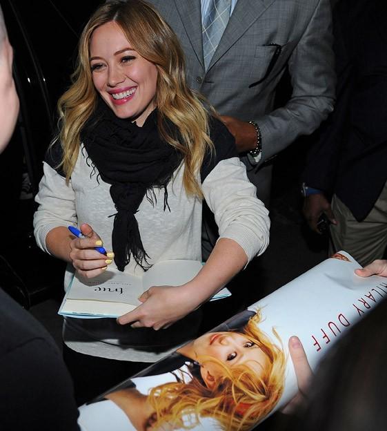 Hilary Duff en promotion pour la sortie de son livre à New-York le 2 mai 2013