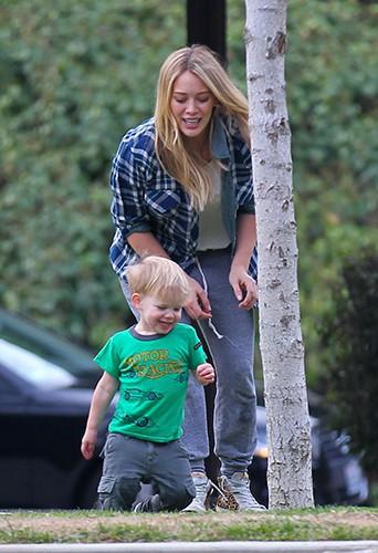 Hilary Duff et son fils Luca à Los Angeles le 3 janvier 2014