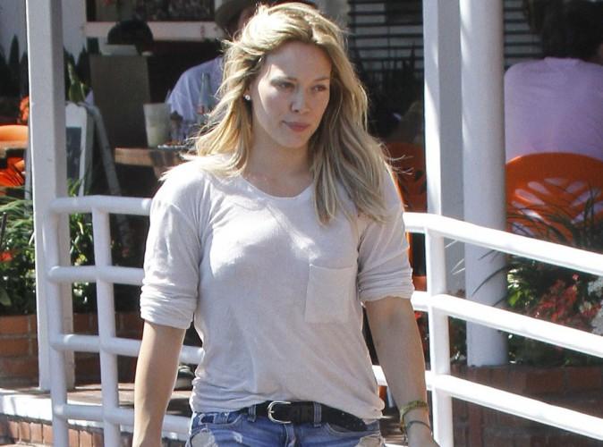 Hilary Duff : la sortie de son nouvel album repoussée, elle affiche une petite mine !