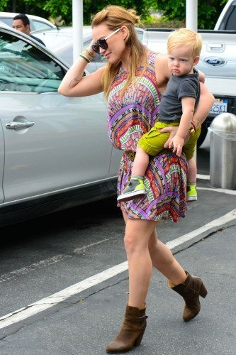 Hilary Duff et son fils Luca, Los Angeles, 11 juin 2013.