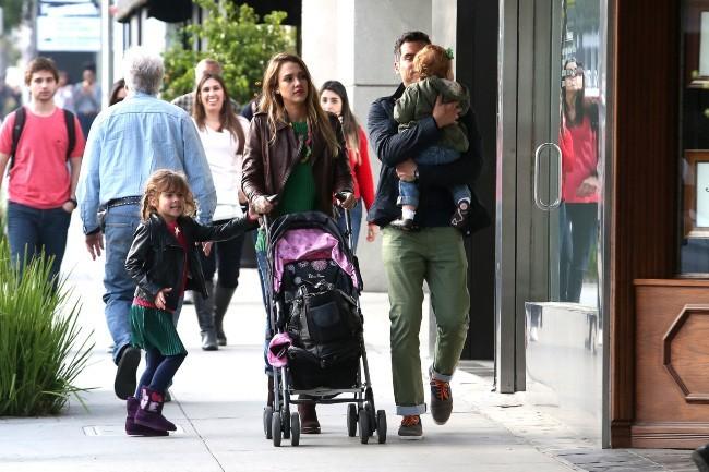 Jessica Alba en famille le 17 mars 2013 à Los Angeles