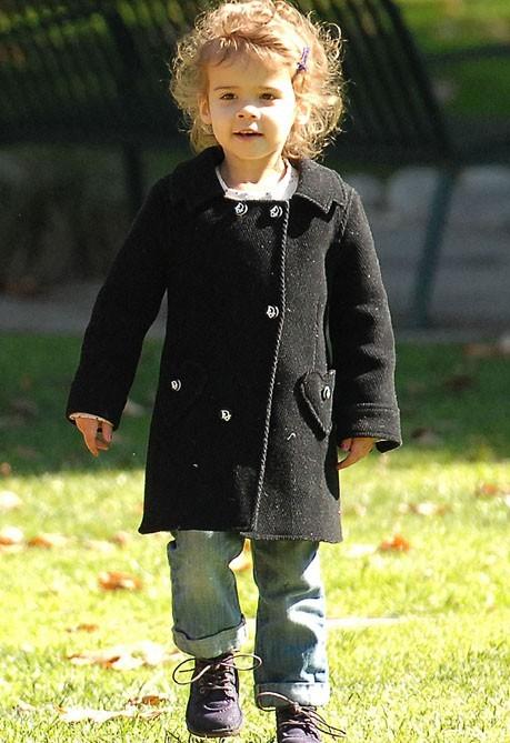 Emmitouflée dans son manteau