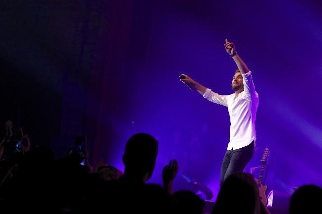 Kendji Girac sur la scène de l'Olympia le 12 mai 2015