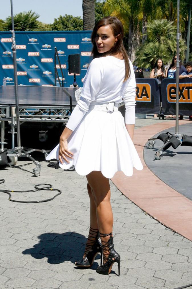 Photos : Irina Shayk : fini les vacances avec Cristiano, Mégara aux sexy gambettes retourne au boulot !