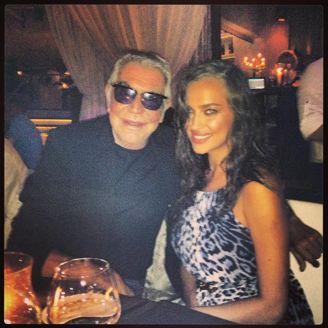 Irina Shayk au restaurant avec Roberto Cavalli à Ibiza lundi soir dernier