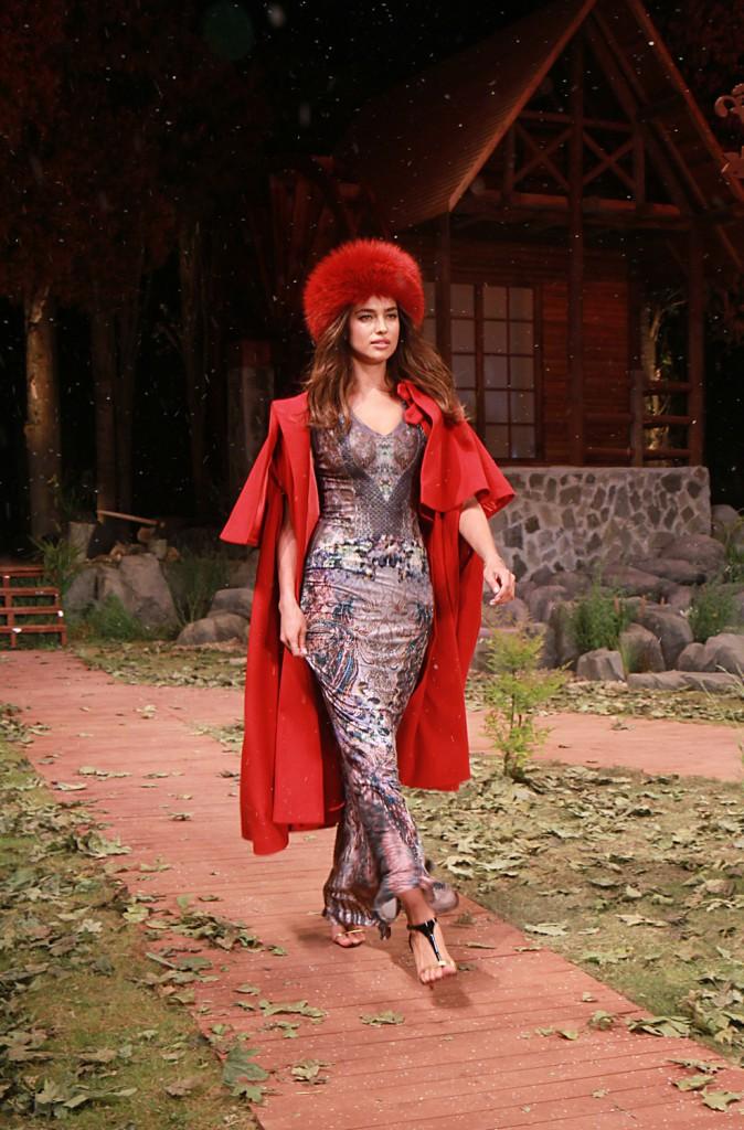Photos : Irina Shayk : sublime sur catwalk, elle fait le show en Turquie !