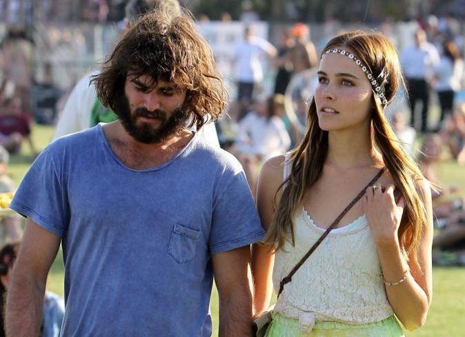 Isabel Lucas et Angus Stone au Festival de Coachella en Californie, le 17 avril 2011.